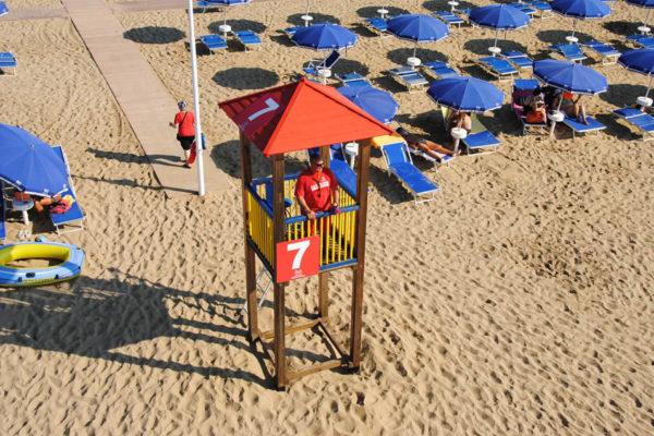kokeshy style beach