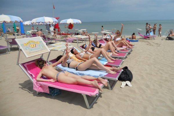 bagno 97 e la spiaggia delle donne a riccione.