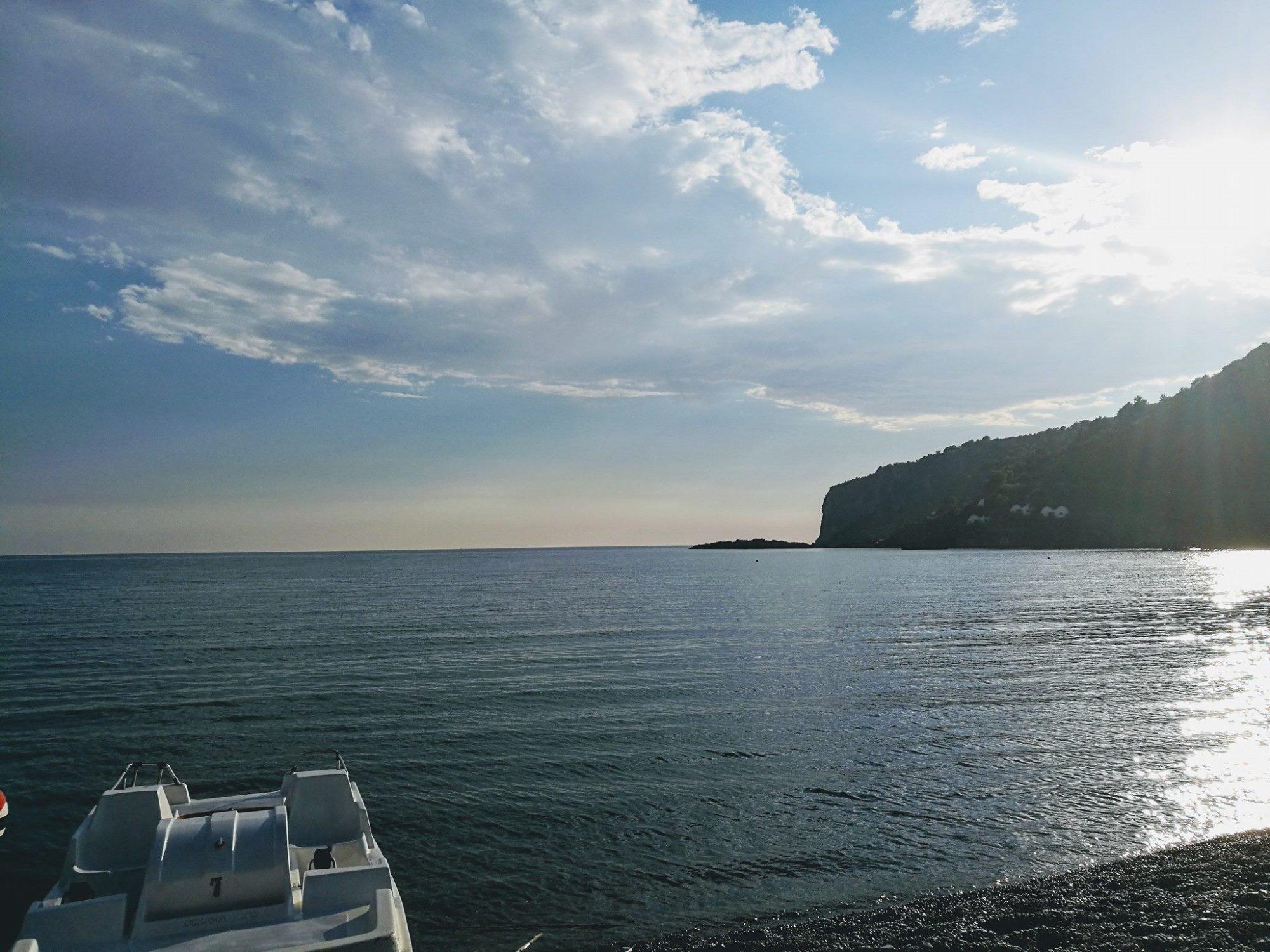centro balneare yellowe boat a praia a mare